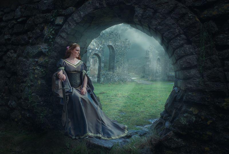 девушка, замок Последний оплотphoto preview