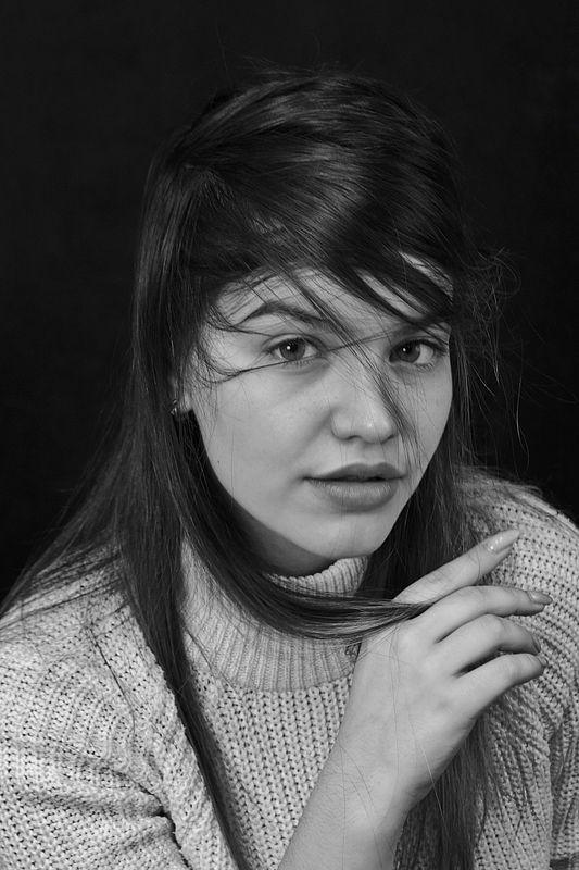 девушка, портрет, глаза, взгляд, волосы, апатиты Портрет девушки 041photo preview