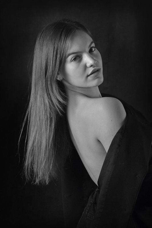 девушка, портрет, глаза, взгляд, волосы, апатиты Портрет девушки 043photo preview
