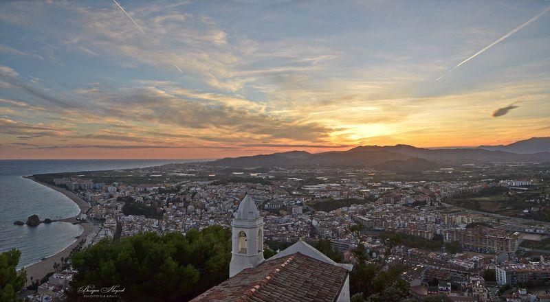 бланес, испания, закат вечер, побережье, небо, облака Закат над Коста Браваphoto preview