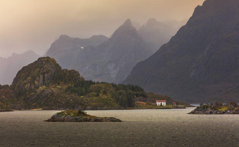 домики, лофотены, норвегия, горы, море, облака, Лофотены. Жизнь на острове.photo preview