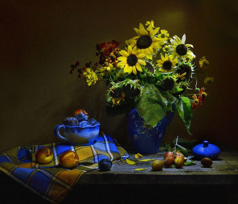 still life, натюрморт, цветы, фото натюрморт,  осень, сентябрь, настроение, подсолнухи, сливы, керамика Там, в сентябре...photo preview