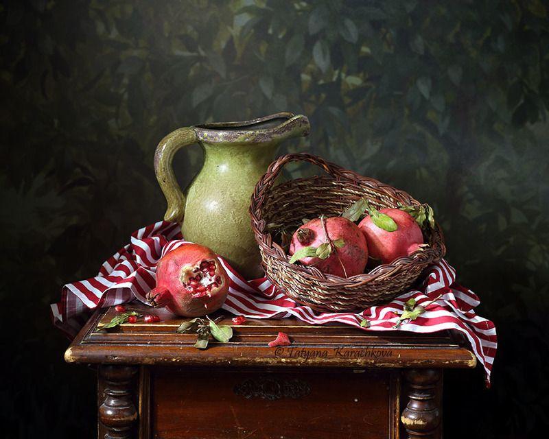 натюрморт, кувшин, гранат, фрукты Три гранатаphoto preview