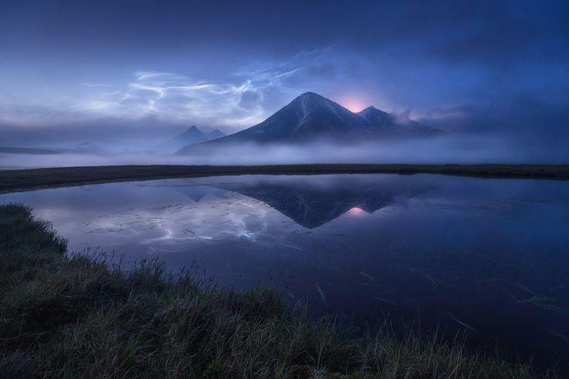 камчатка Серебристые облака над вулканом Зиминаphoto preview