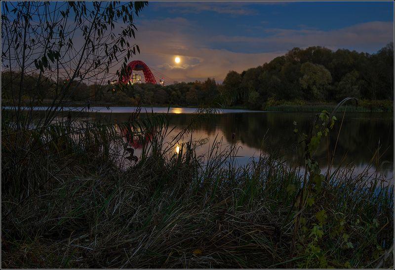 москва, вечер, луна, озеро, отражение Восход луны над Москвойphoto preview