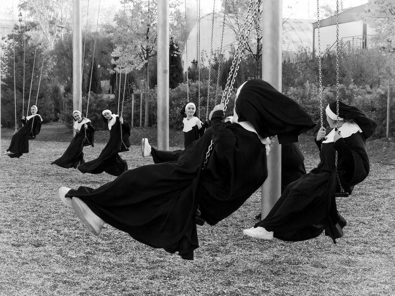 монашки, качели, развлечения, монахини photo preview