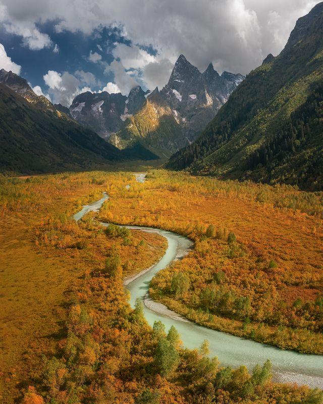 Кавказ, хребет, пейзаж, панорама, россия, осень, аэросъемка Долина у Туманлы кельphoto preview