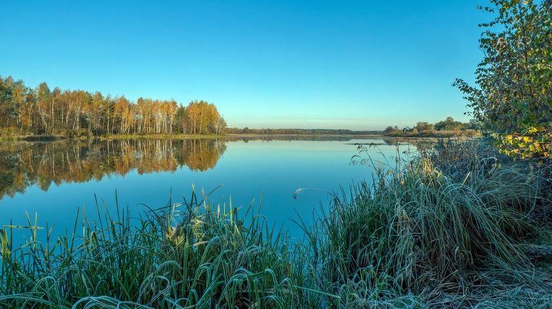 На берегу осенней рекиphoto preview