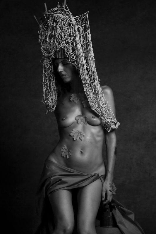 portrait, fashion,nude,nudo,fineart,finenude, female, modella, model,natura, urbex sguardiphoto preview