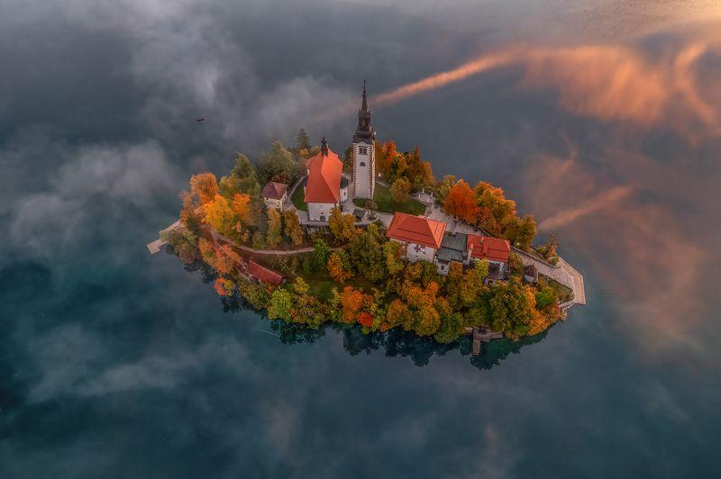 Остров в озере Блед, Словения ...photo preview