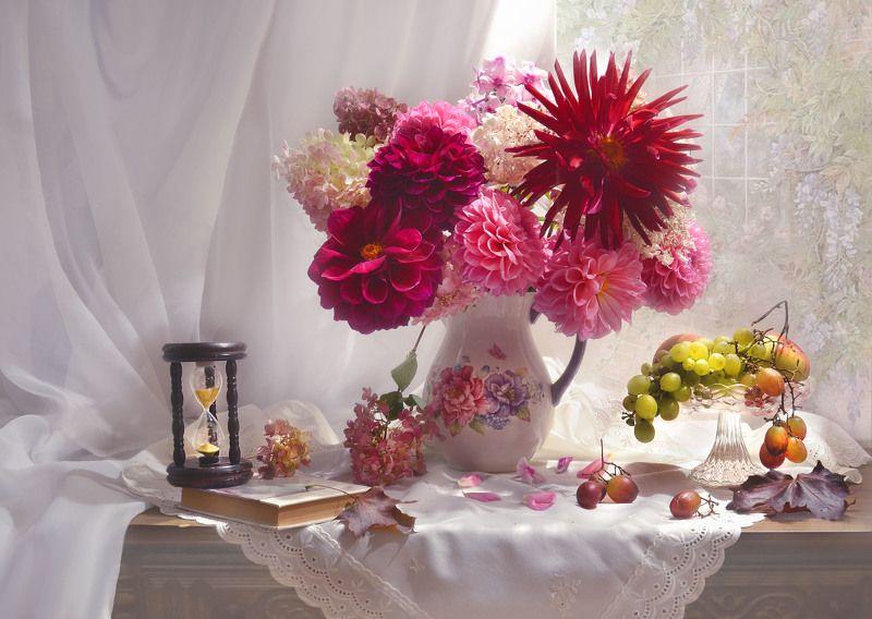 still life, натюрморт, цветы, фото натюрморт,  осень, сентябрь,георгины, гортензия, кленовые листья, виноград, песочные часы Пусть наше лето не уйдёт в забвенье...photo preview