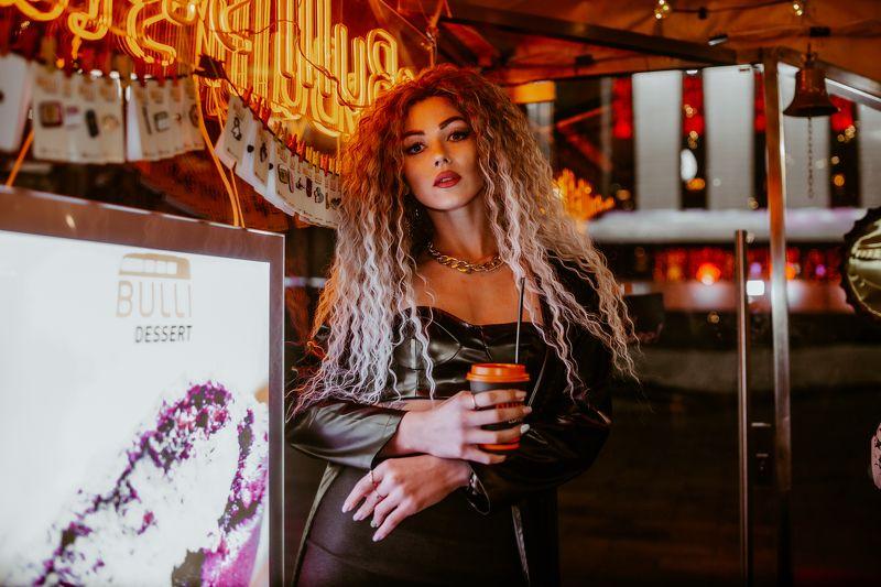 model,portrait,sexy,girl,samyang,35mm,2021,fashion Night cityphoto preview