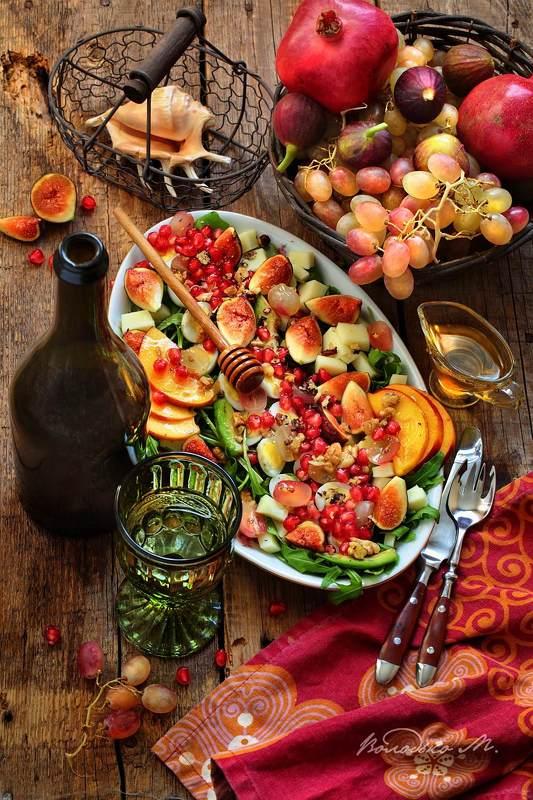 сала,вино Фруктовый салат с белым виномphoto preview
