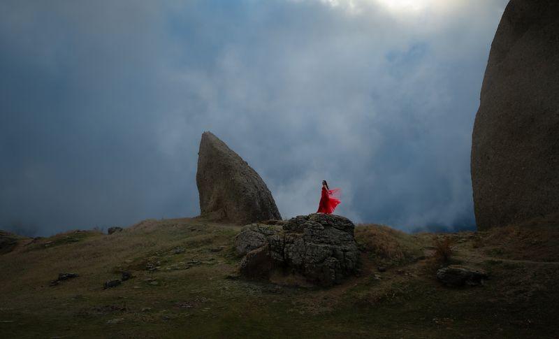Крым, пейзаж, горы, туман, девушка, девушкавкрасном, природа, красота, вышеоблаков Lady In Redphoto preview