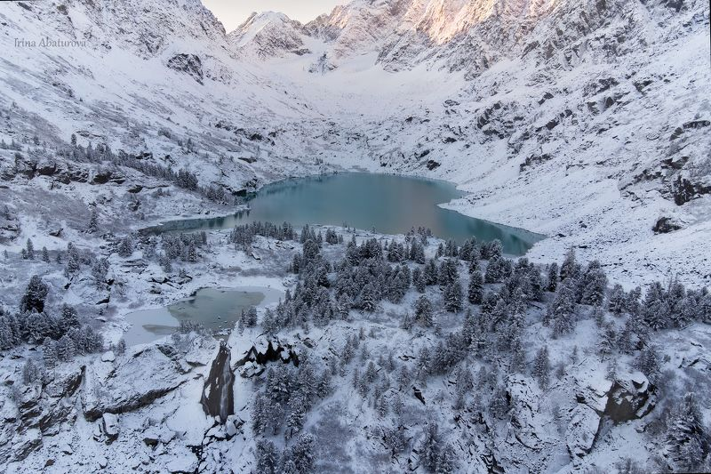 Первый снег на озере Куйгукphoto preview
