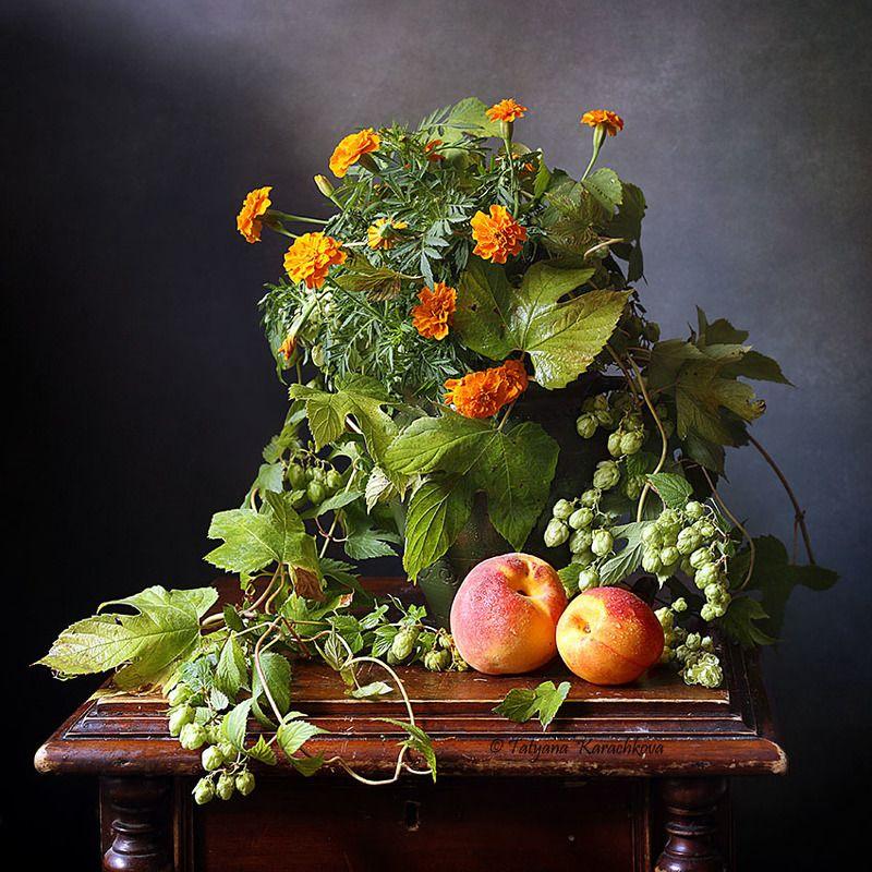 натюрморт, цветы, бархатцы, персики, хмель Воспоминание о летеphoto preview