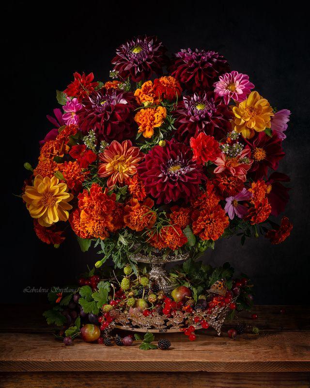 цветы,букет,георгины С георгинами и бархатцамиphoto preview