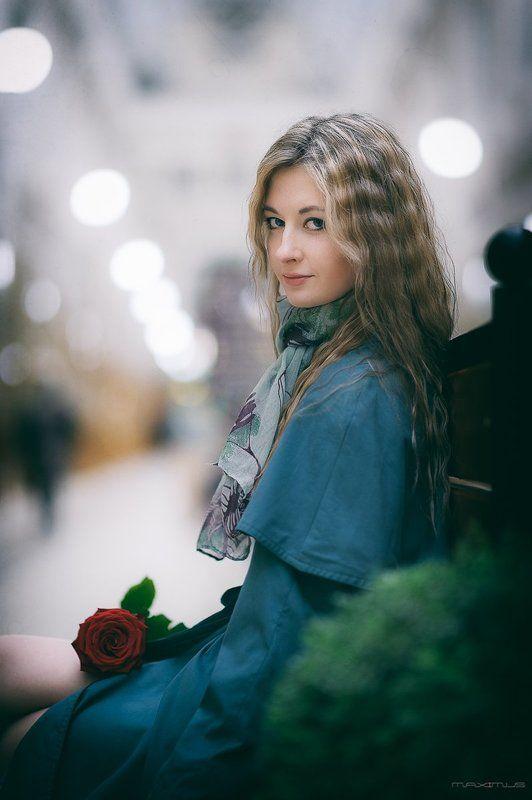 девушка, портрет, прогулка, питер, Two flowersphoto preview