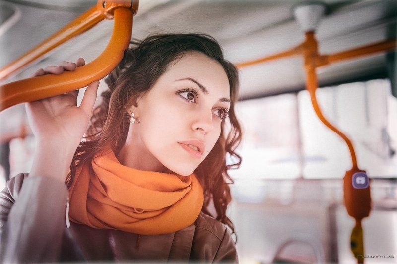 девушка, портрет, весна, утро, свет, трамвай, прогулка, питер, Питерский трамвайphoto preview
