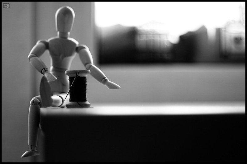 манекен, подоконник, нитки Manneken-2photo preview