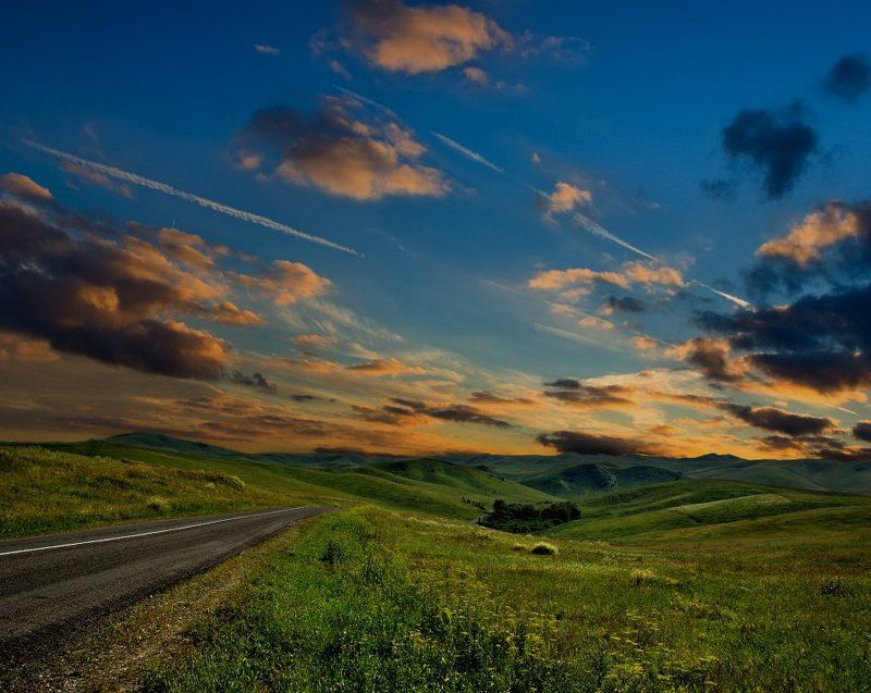Закатом горы тронул вечерphoto preview