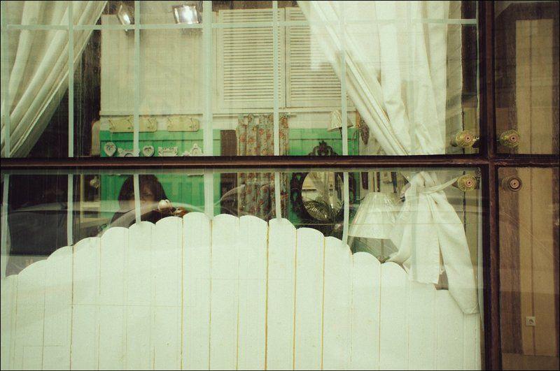 тарбеев, tarbeev, подозрение, москва, женщина, стрит, жанр, октябрьская, отражение, окно, зеркало Подозрениеphoto preview