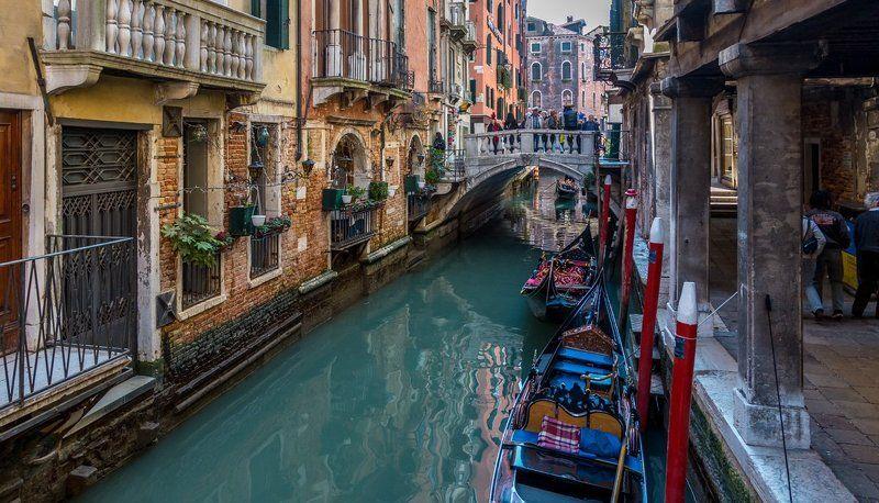 Город на водеphoto preview