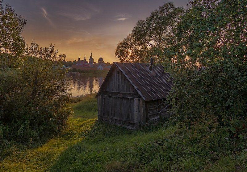 Вид на Никольский мужской монастырь и рекуphoto preview