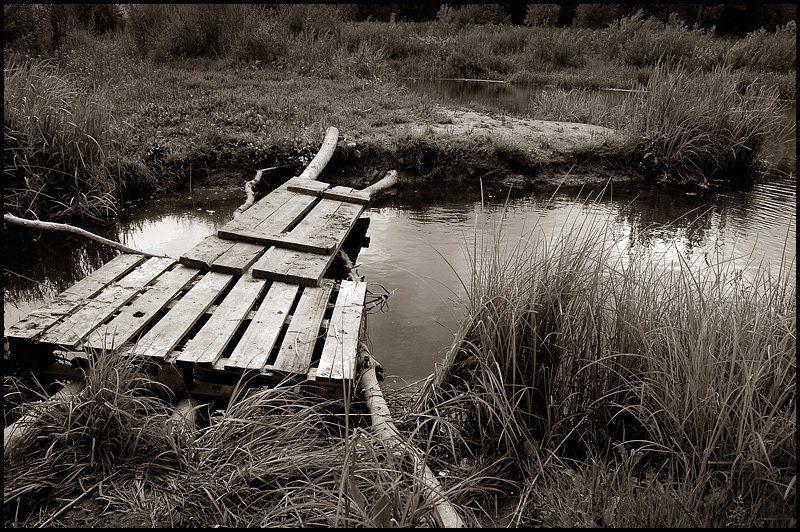 шаткий мост, росиия, лето, 2006 Так трудно порою бывает вернуться назад...photo preview