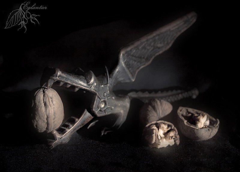 дракон, щелкунчик, орехи, орехокол, ссср, дизайн, натюрморт Я сторожу этот клад...photo preview