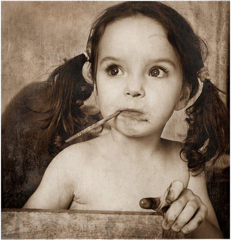 портрет, девочка, ребенок, кисточка Муки творчестваphoto preview