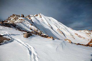 Climbing to peak of Molodezhniy.