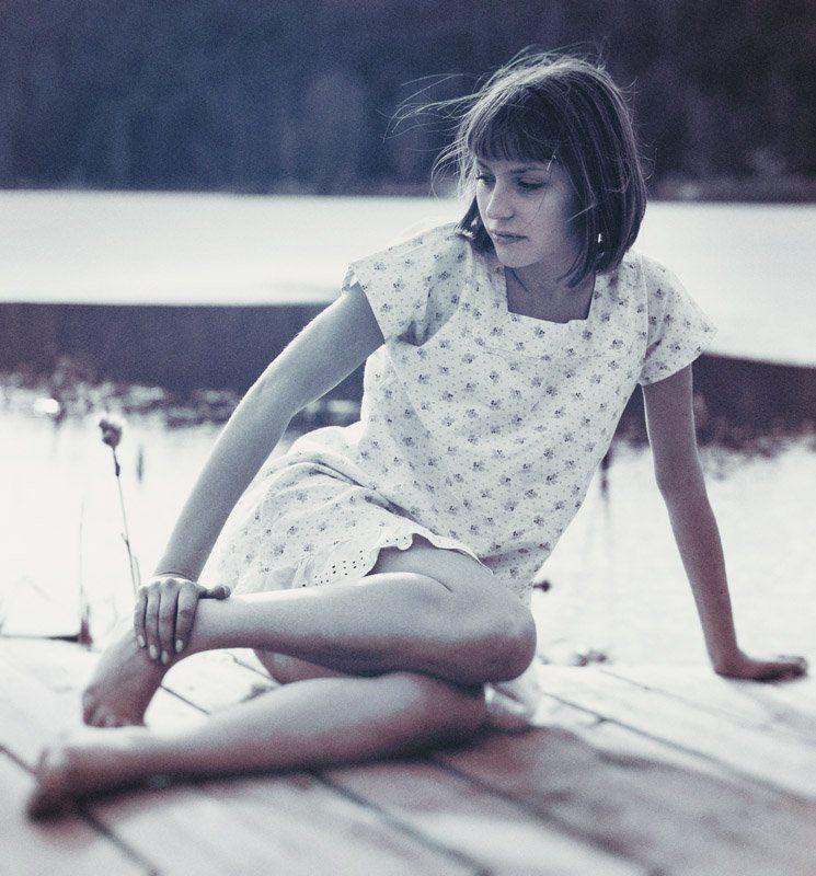 девушка, причал, вода, ночнушка _1photo preview