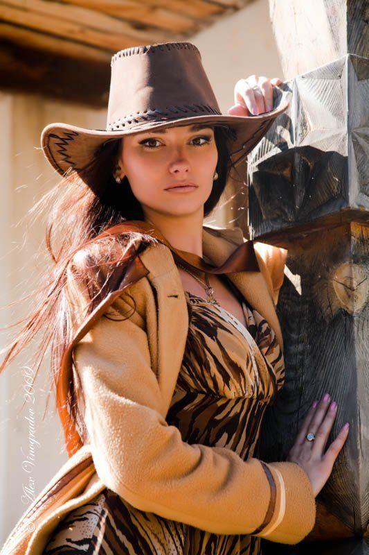 в ожидании, ковбоя, шляпа, лента, пальто, дикий запад, ранчо, в ожидании ковбоя...photo preview