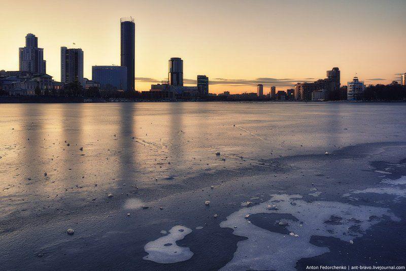 екатеринбург, закат, лед, сити Лед на городском пруду IIphoto preview