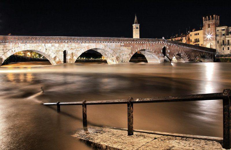 Citt?, Fiume, Notturna, Ponte, Stroria, Verona Ponte pietraphoto preview