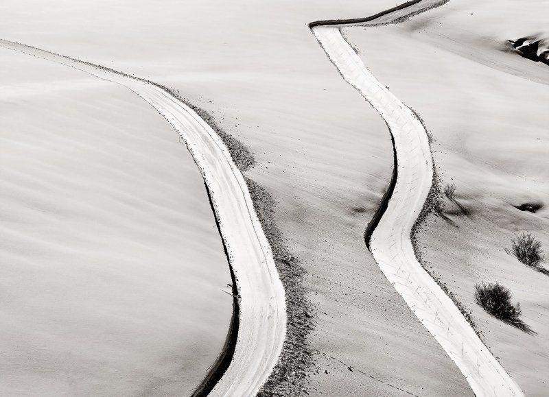 Bianco, Minimal, Neve, Ombre, Strade Ognuno la propria viaphoto preview