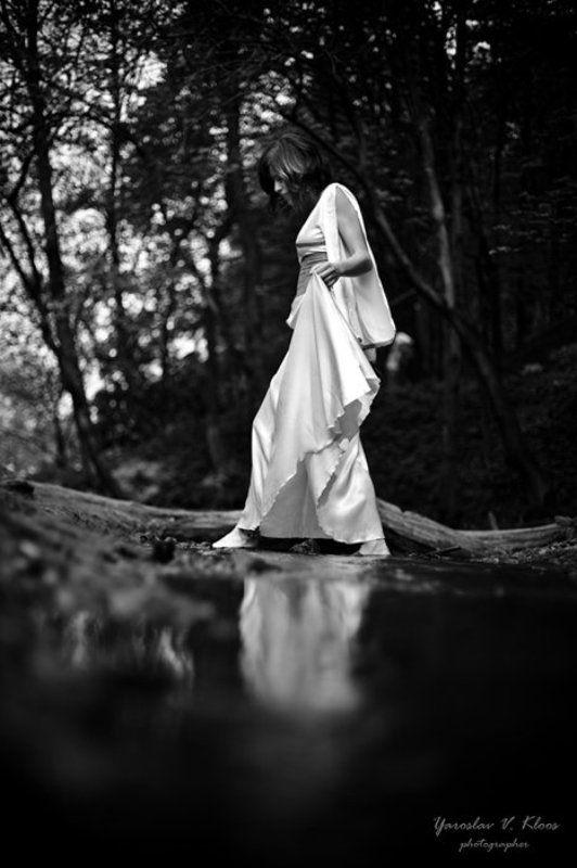 ручей, девушка, шаги Прогулки по водеphoto preview