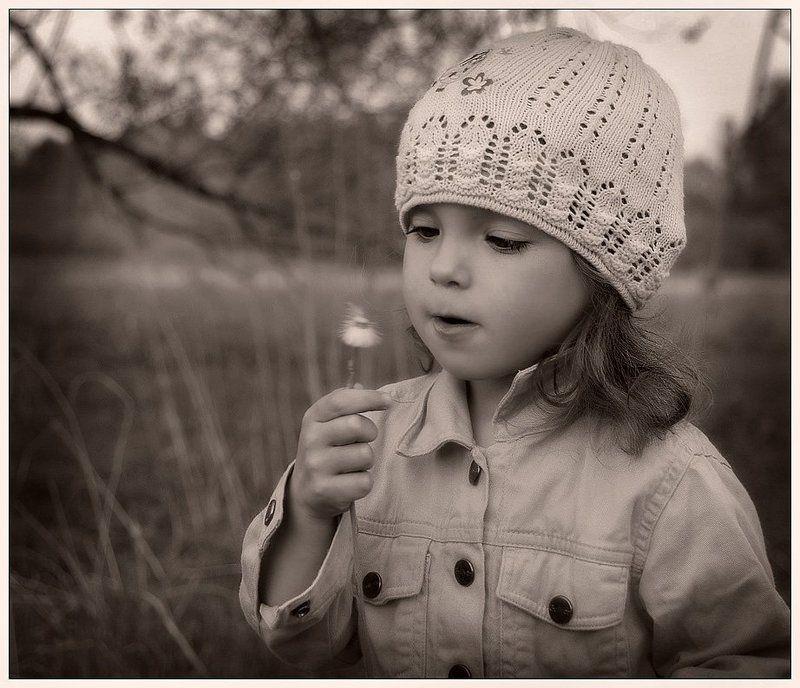 девочка, ребенок, портрет, цветок Лети, пушистик!..photo preview