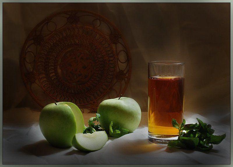 натюрморт, бокал, яблоко, сок Яблочныйphoto preview