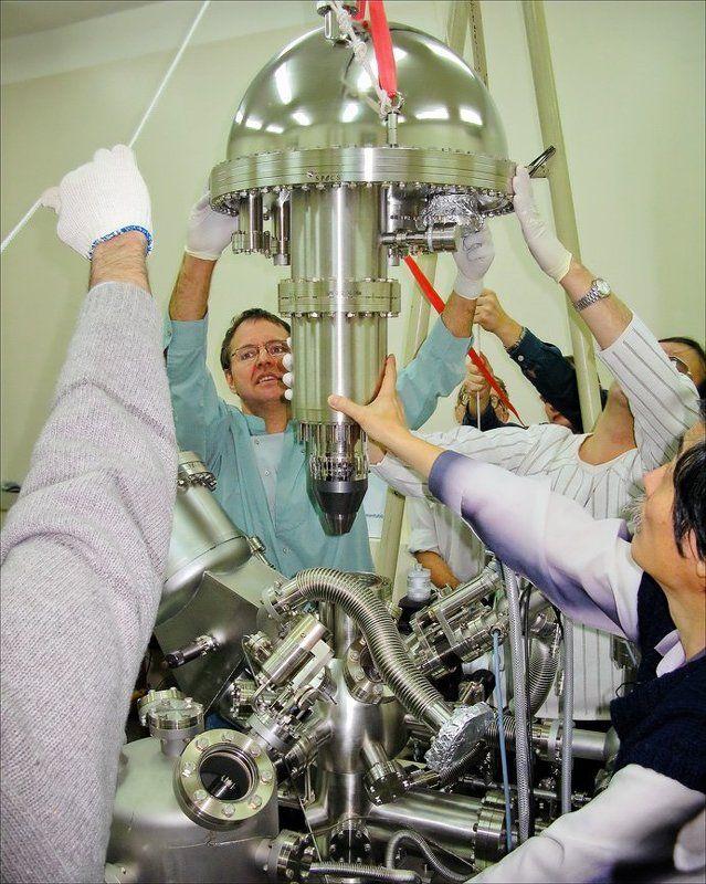 БУДНИ РОССИЙСКОЙ НАУКИ: Инсталляция Анализатора SPECS-PHOIBOS-150-MCD-9 в Лаборатории Исследования Поверхности (Институт Катализа СО РАН)photo preview