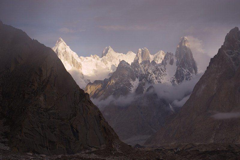 хмурое утро в горахphoto preview