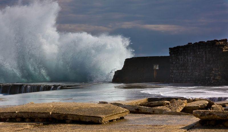 Волна как стенаphoto preview