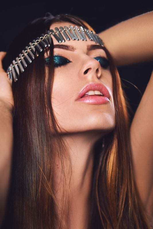 Девушка, экстаз, украшения, славянка, декоративно, макияж, студия,  Чувствующаяphoto preview
