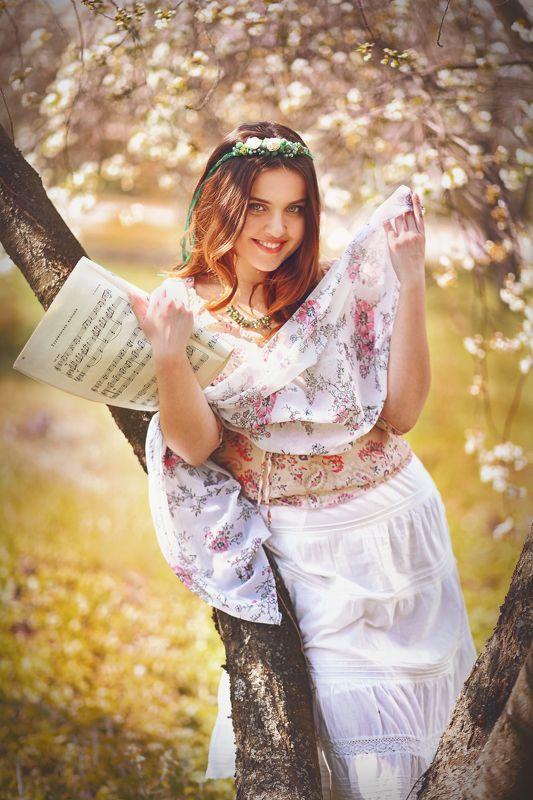 музыка ноты девушка цветы май весна венок Весенняя музыкаphoto preview
