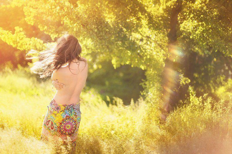 девушка солнце лес ню волосы Солнечнаяphoto preview