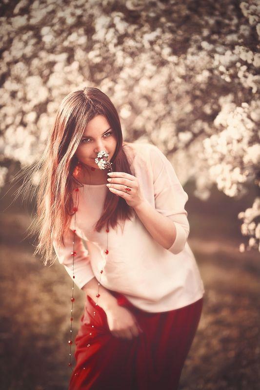 грусть девушка цветы май  весна волосы Грустный майphoto preview