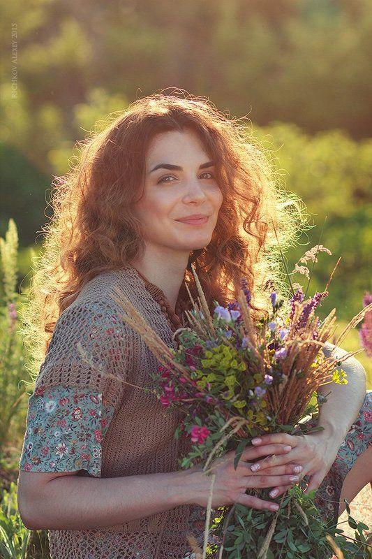портрет девушки, лето, полевые цветы, улыбка, эмоции, позитив, счастье, Искренность эмоцииphoto preview