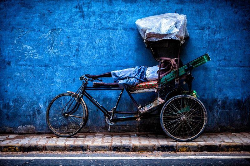 велорикша, Дели, Индия, стрит, текстура, стена Отдыхающий велорикша. Дели, Индияphoto preview