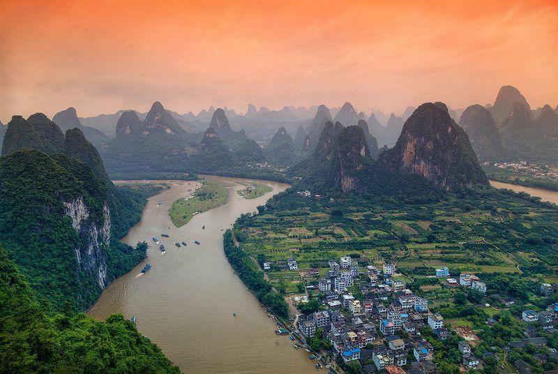 Китай, Гуанси, Гуйлинь, скала, карст, горы, река, оранжевый Карстовые скалы и река Лиphoto preview